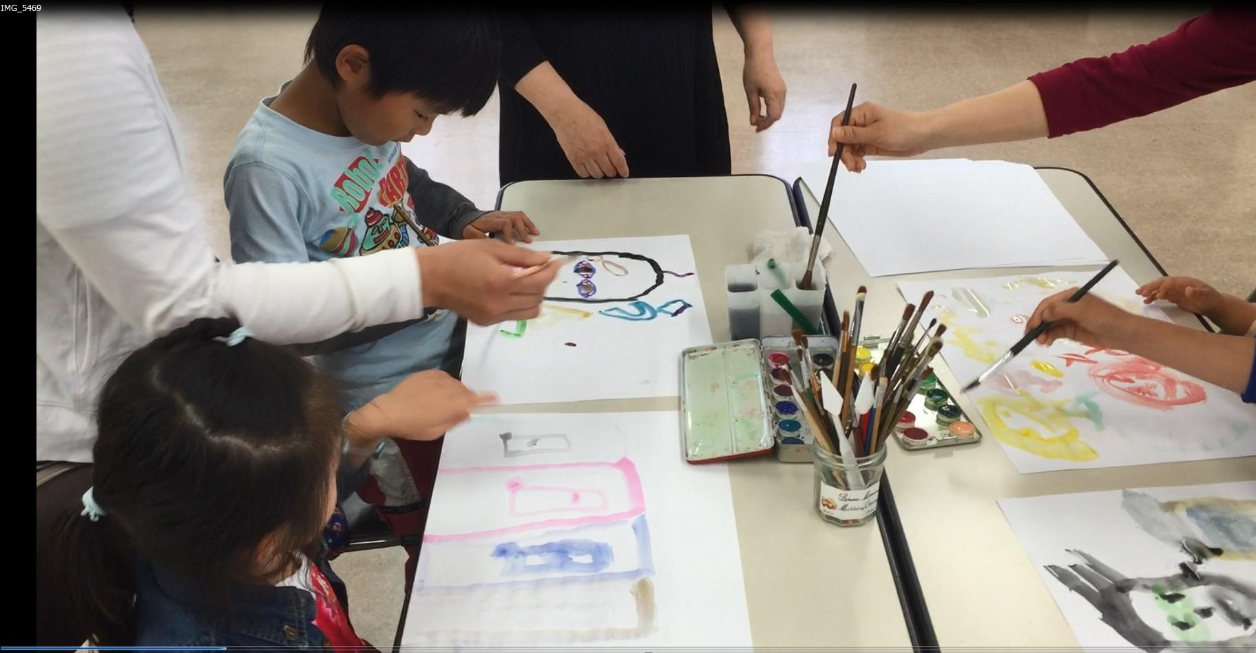英語かるた道場が始まる前に「ミニ絵画教室」を楽しんだよ!