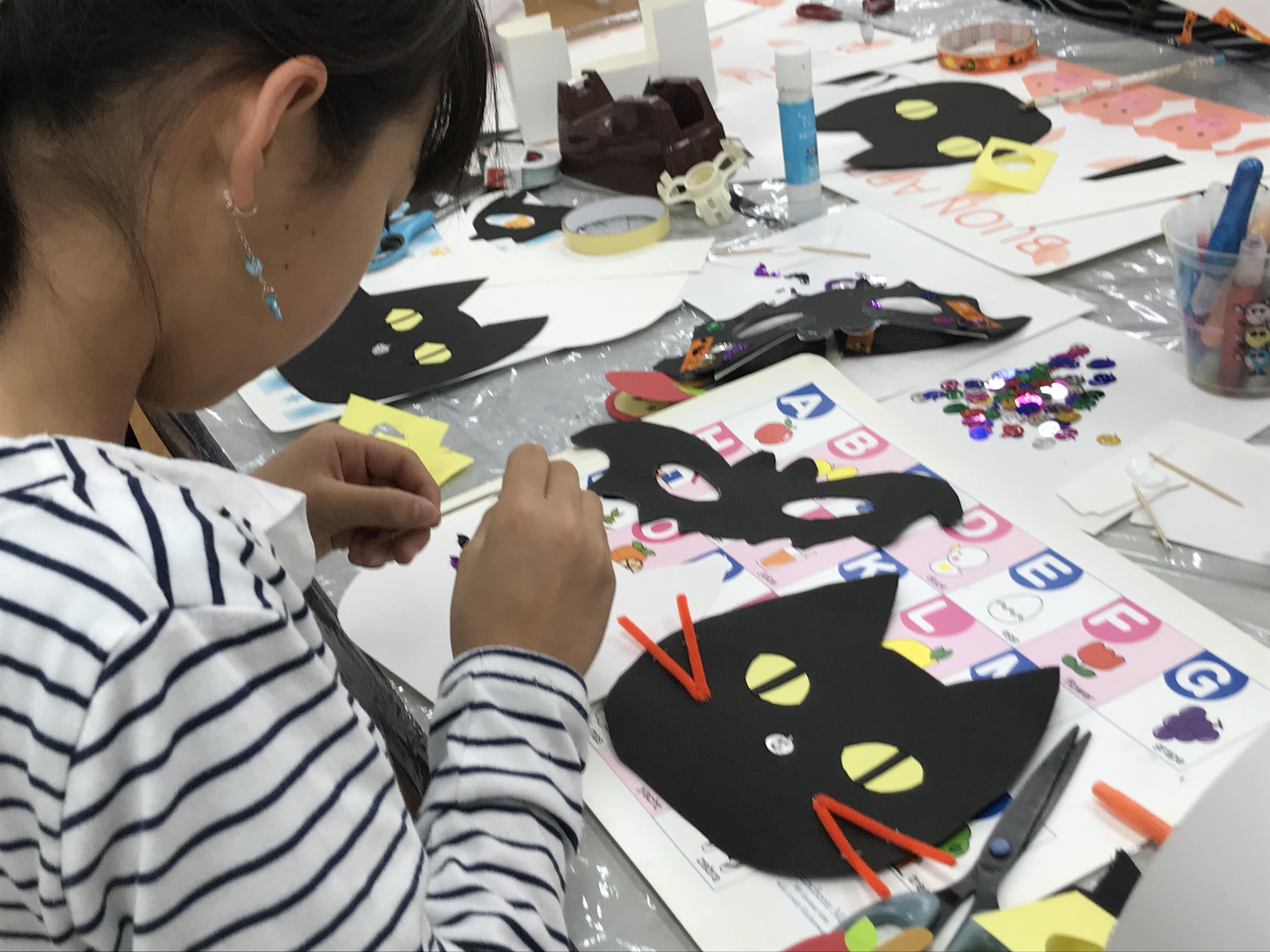 黒猫のTrick or Treat Bagを作っています☆