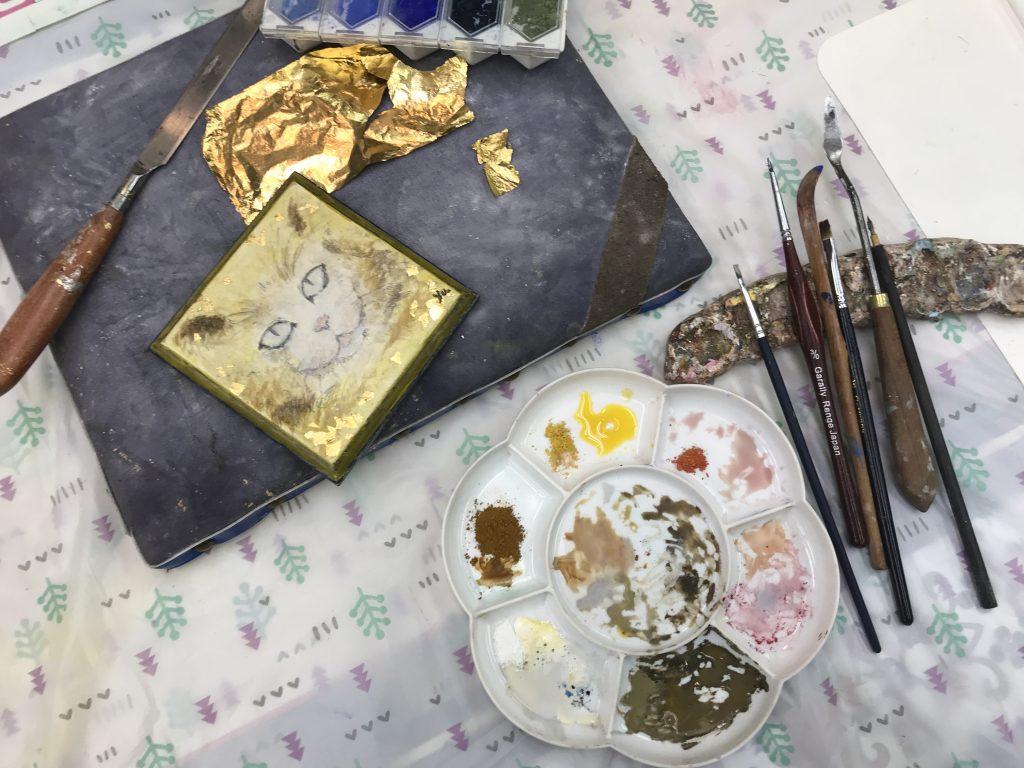 卵黄テンペラと顔料を混ぜた絵具と金箔を使って描いてみよう!
